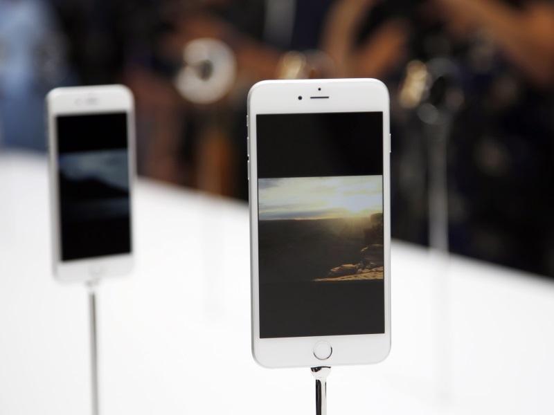 UN Human Rights Chief Warns of Implications of Apple-FBI Row