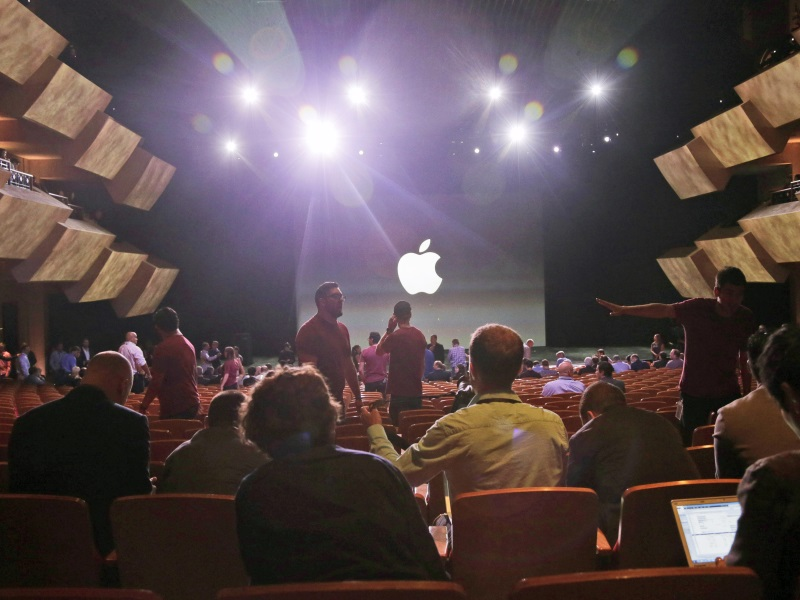 Apple Said to Have Hired a Corporate Security Officer Amid Legal Battle With the US