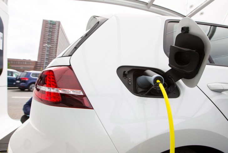 Apple reportedly looks into making electric powered automobile charging stations