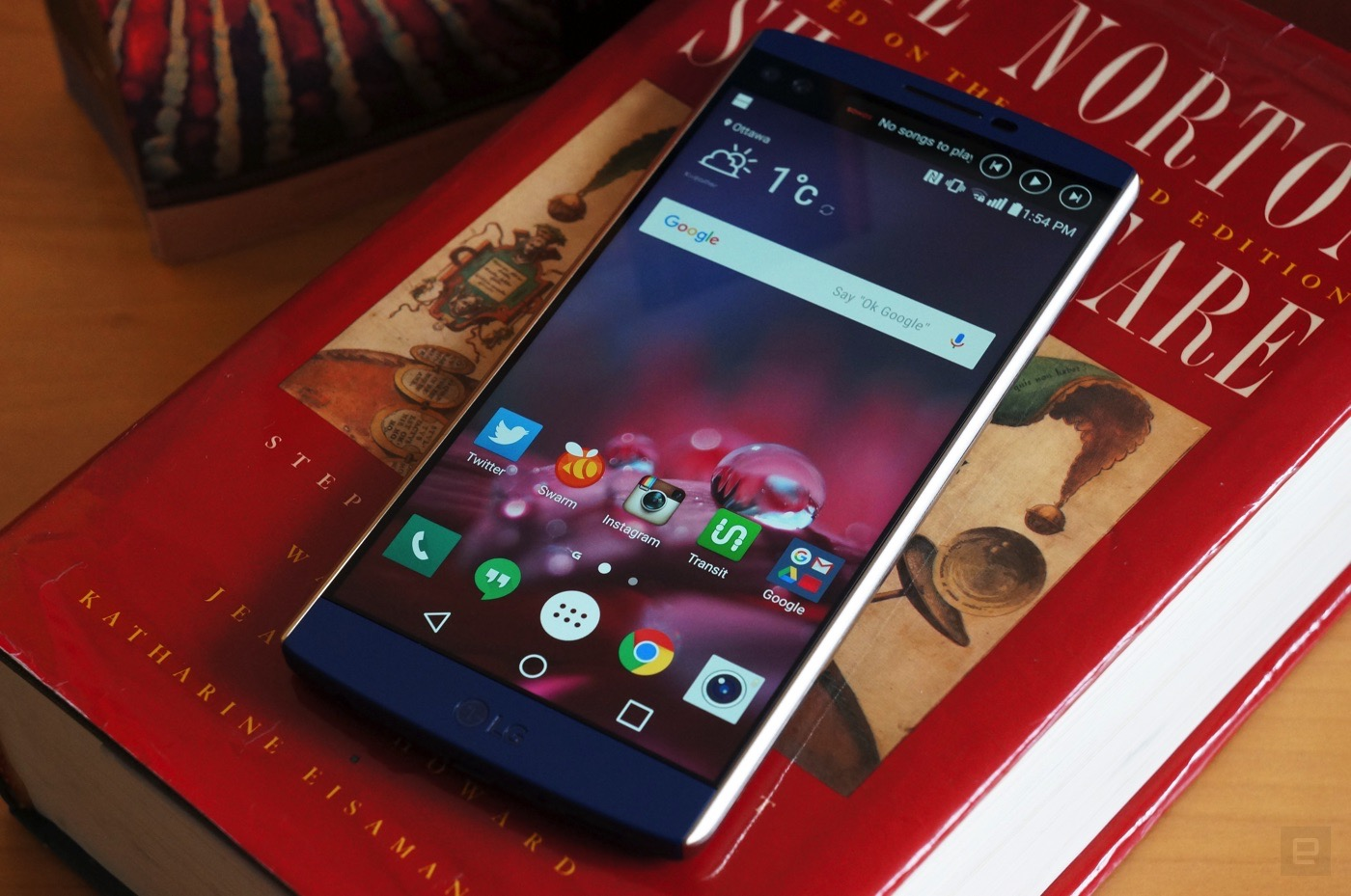 life with the LG V10 and its oddball 2d display screen