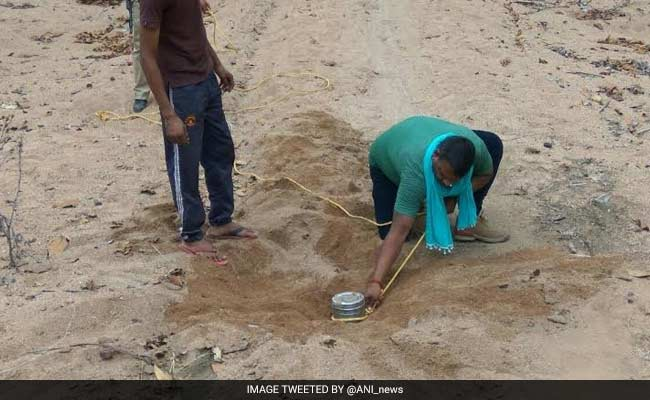 and not using a gear, these guys Defused A Bomb In Maoist-Hit Chhattisgarh