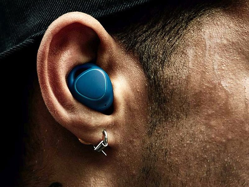 Samsung equipment in shape 2 Tracker and equipment IconX wi-fi Earbuds launched
