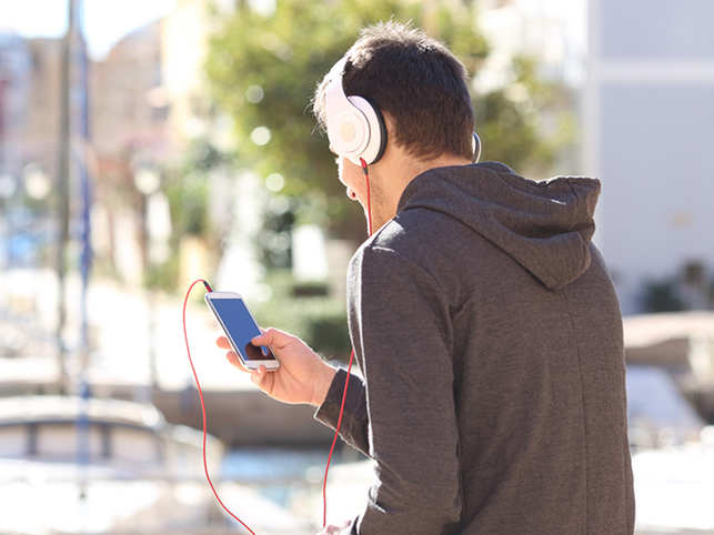 Listening to music may not help you enhance creative performance